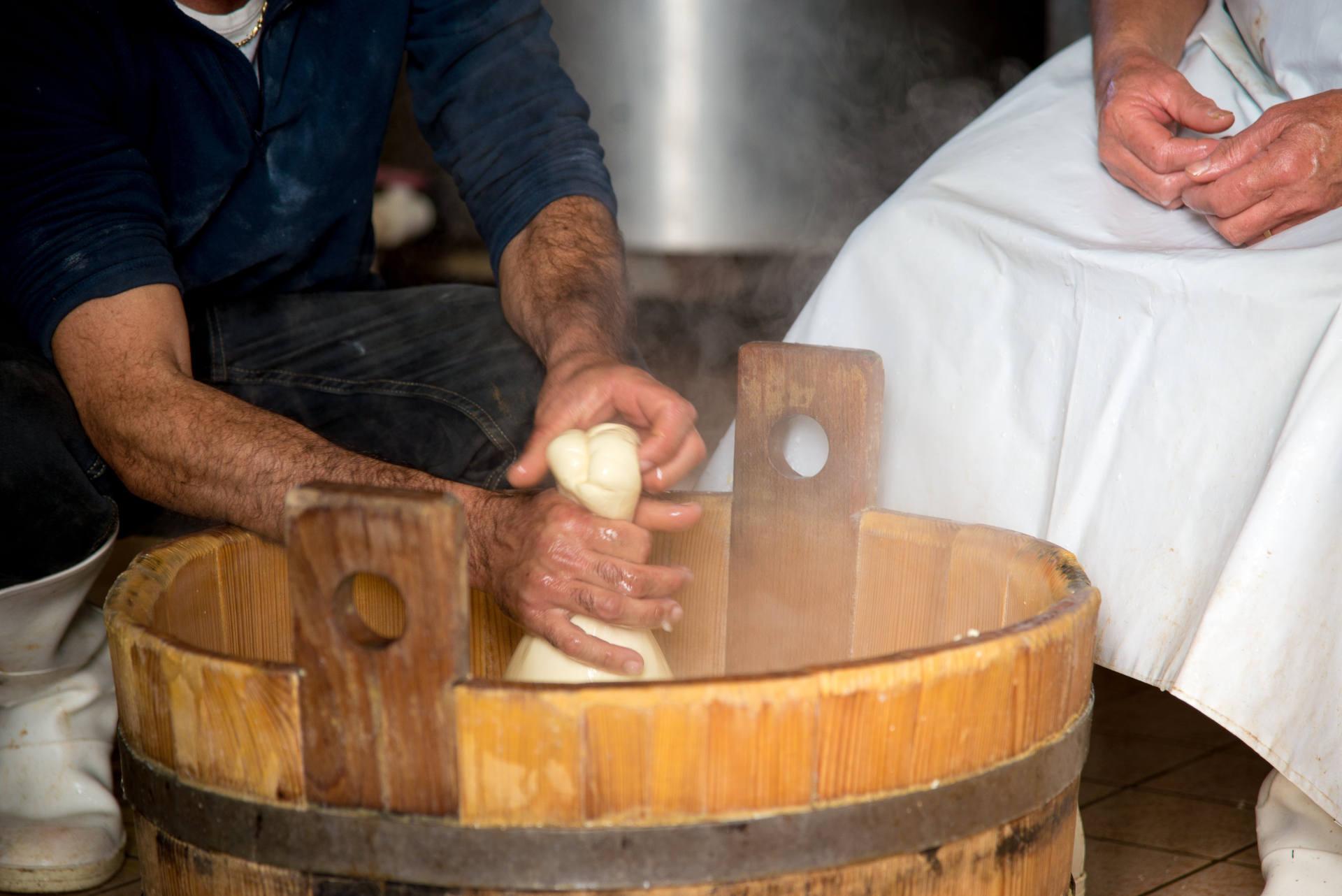 Alto Molise Capracotta isernia Incontri con gli artigiani casaro formaggio