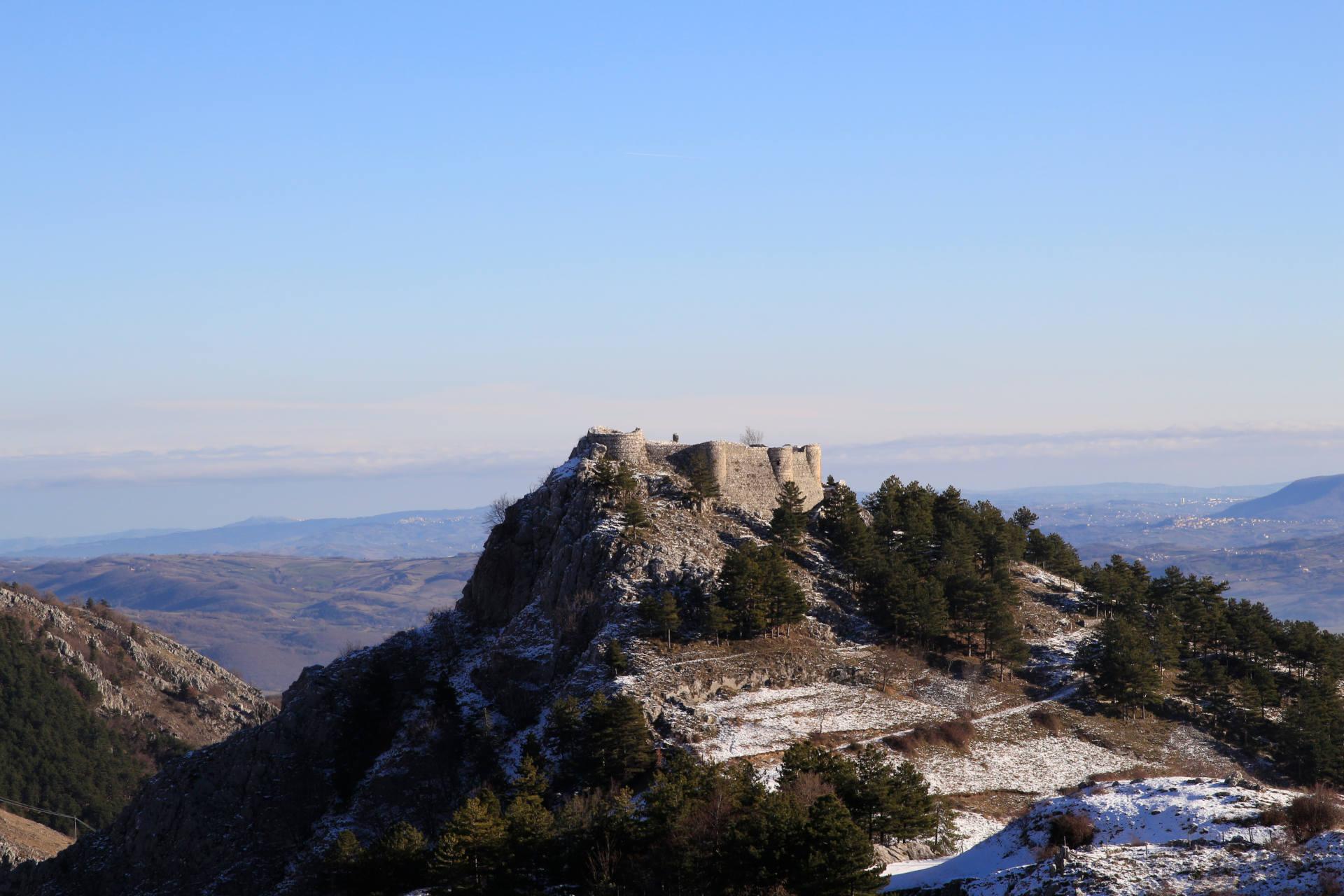 Castello Roccamandolfi Trekking Molise