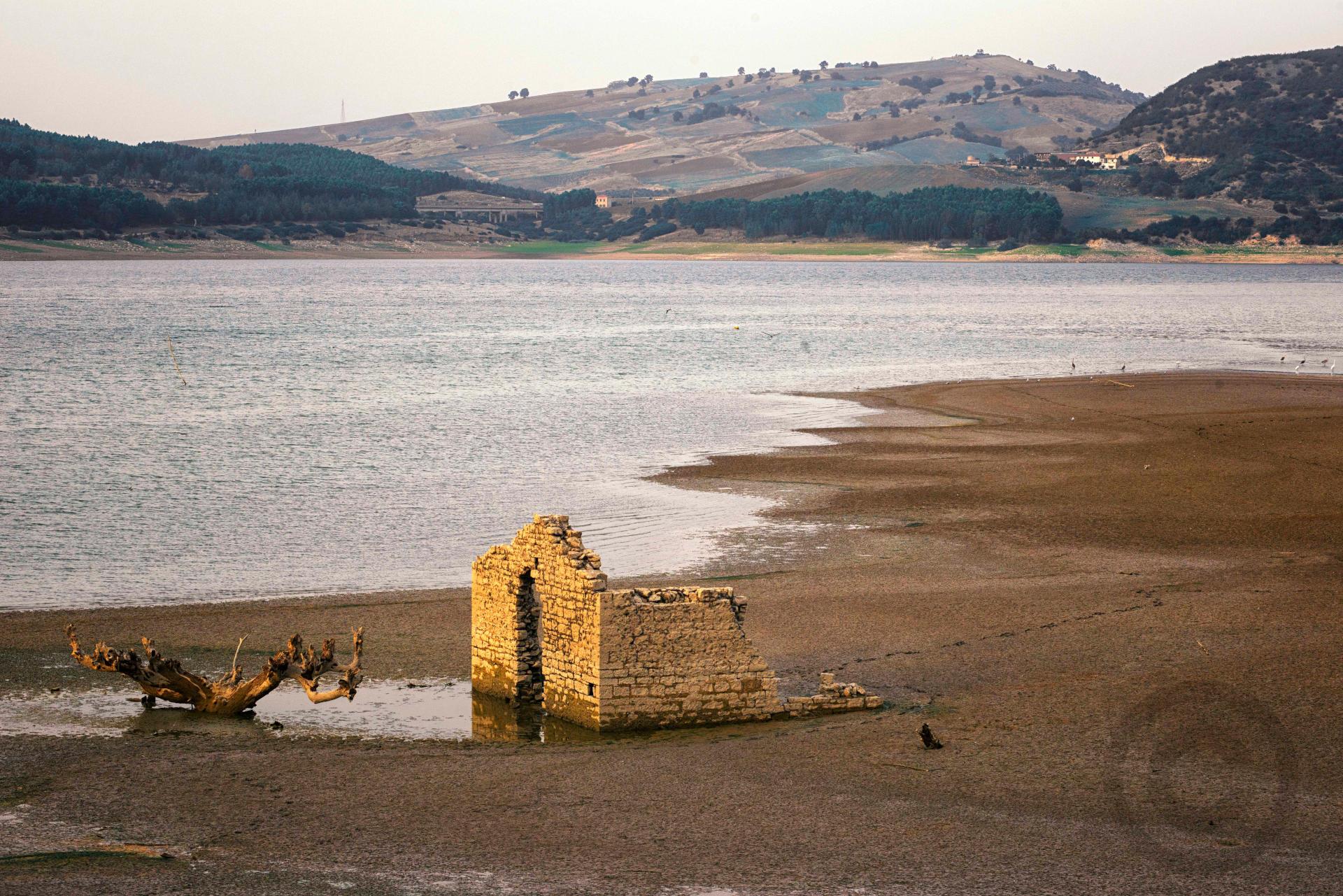 Lago Guardialfiera rudere campobasso